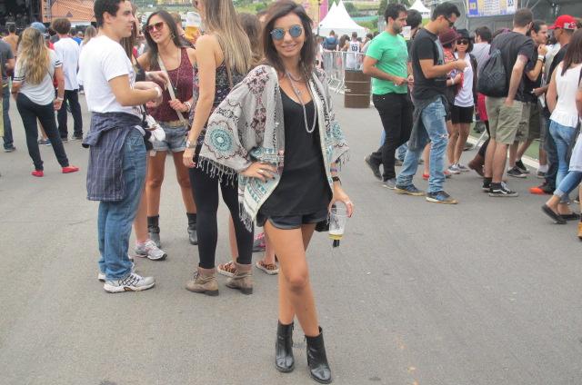 Óculos espelhado e cabelo colorido viram tendência no Lollapalooza ... e2240de59b