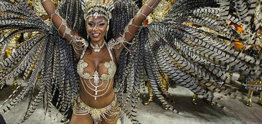 rainha de bateria da vai-vai Camila Silva