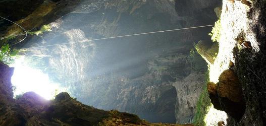 lugares assustadores  Caverna Gomantong, Malásia