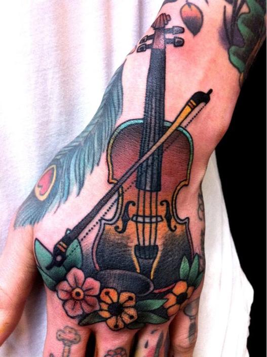 tatuagem de instrumento musical