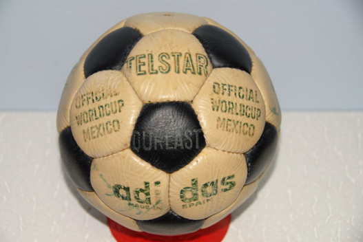 A famosa bola Telstar ajudou o Brasil a conquistar o tri. A Telstar possuía  32 gomos e era preta e branca. Após vários sorteios 46d7550ef1dd1