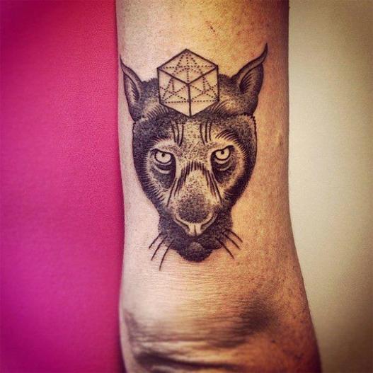tatuagem em pontilhismo