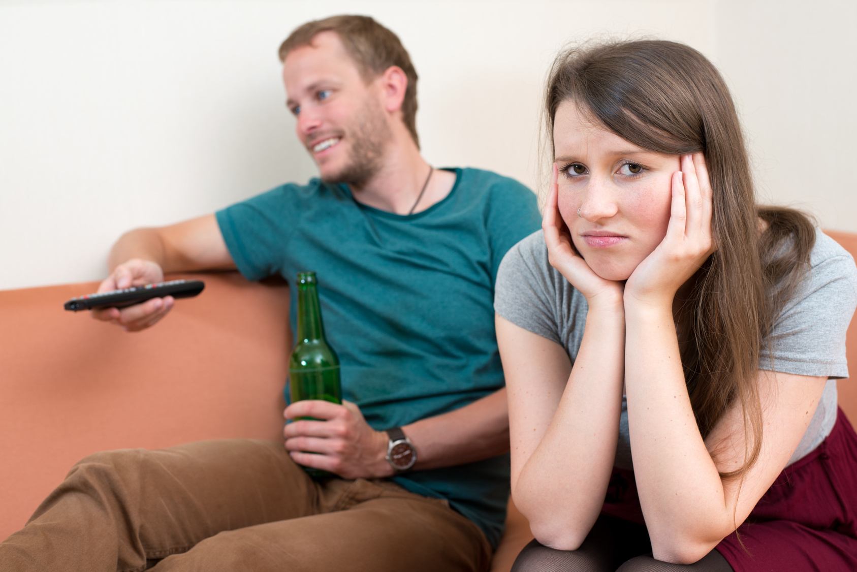 Resultado de imagem para casal controle da tv